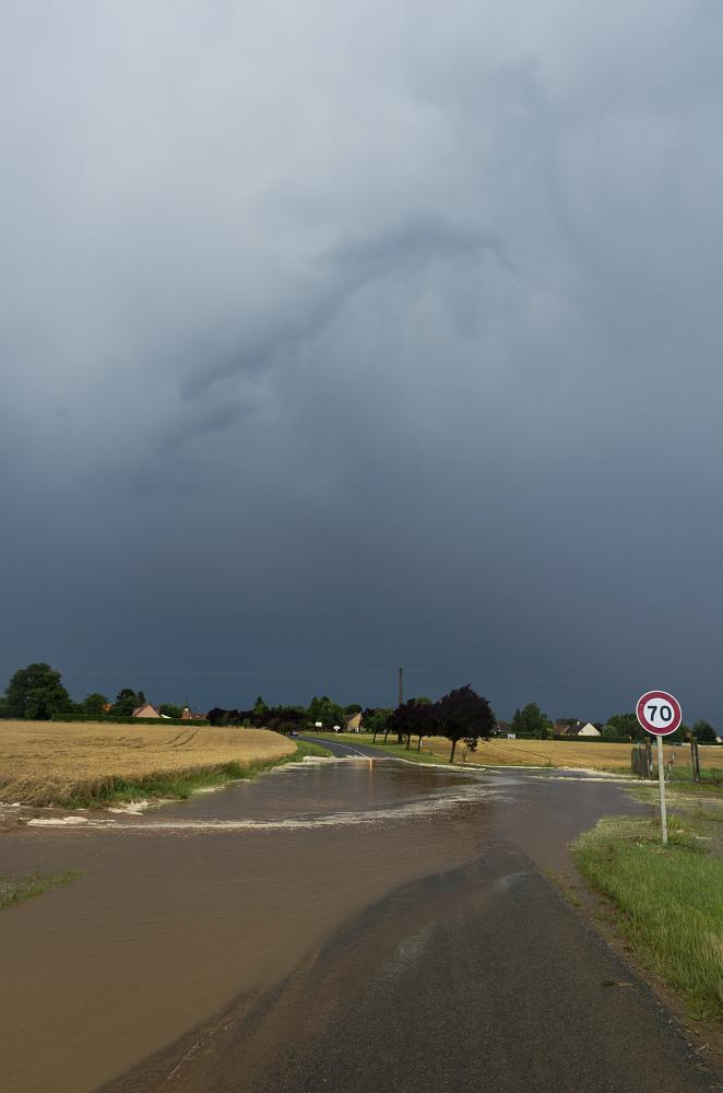 http://www.eifelmomente.de/albums/Nordeifel/Sommer/2014_07_19_Chasing_Nordfrankreich/2014_07_19_-_067_Bei_Lamotte-Warfusee_DNG_bearb.jpg