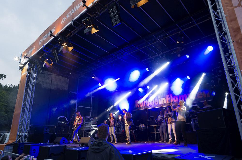 http://www.eifelmomente.de/albums/Nordeifel/Sommer/2016_07_23-24_Rurseefest/2016_07_23_-_016_Rursee_in_Flammen_DNG_bearb.jpg