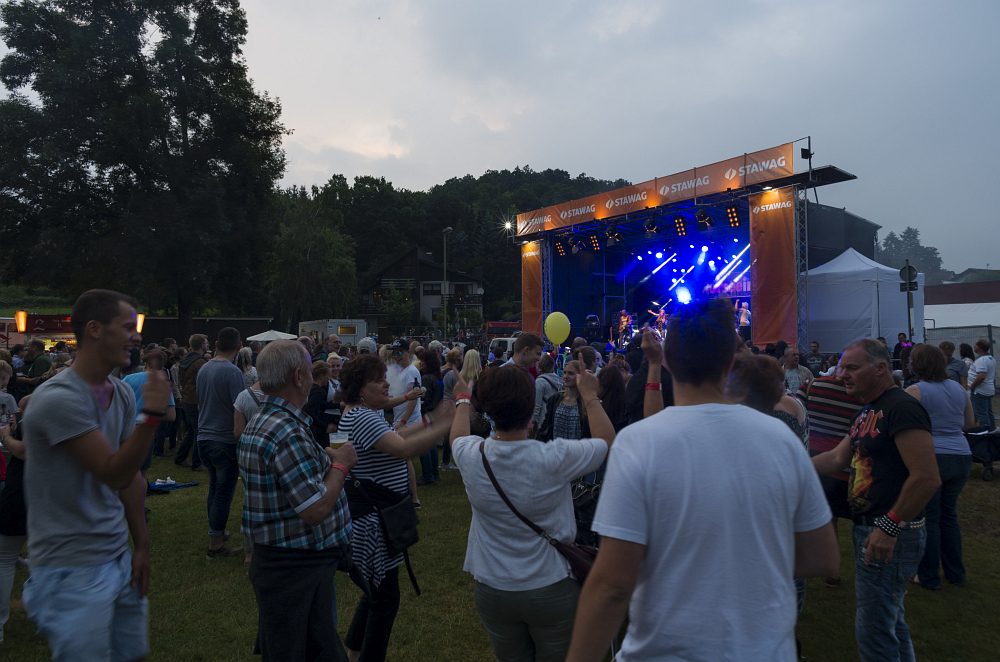 http://www.eifelmomente.de/albums/Nordeifel/Sommer/2016_07_23-24_Rurseefest/2016_07_23_-_028_Rursee_in_Flammen_DNG_bearb.jpg
