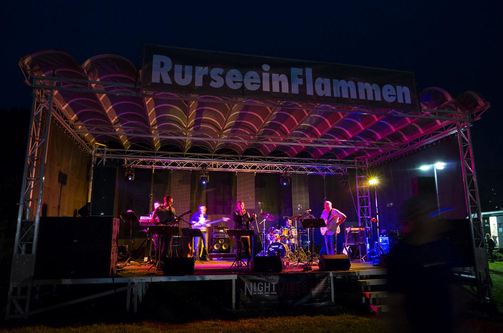 http://www.eifelmomente.de/albums/Nordeifel/Sommer/2016_07_23-24_Rurseefest/2016_07_23_-_088_Rursee_in_Flammen_DNG_bearb.jpg
