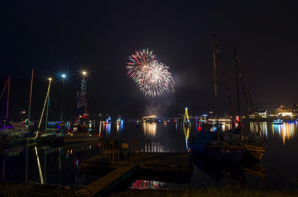 http://www.eifelmomente.de/albums/Nordeifel/Sommer/2016_07_23-24_Rurseefest/2016_07_23_-_114_Rursee_in_Flammen_DNG_bearb.jpg