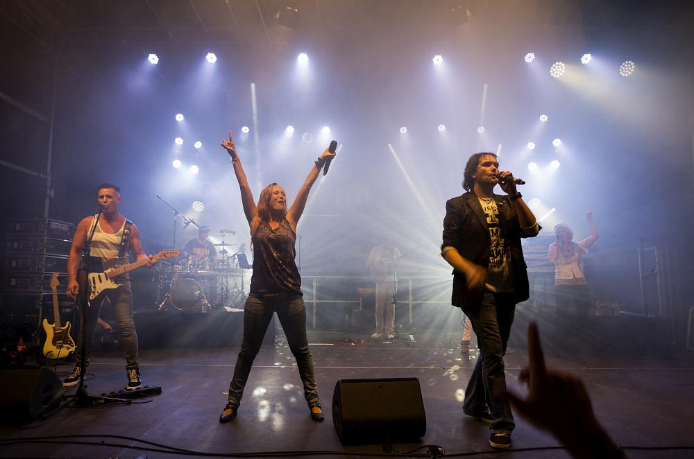 http://www.eifelmomente.de/albums/Nordeifel/Sommer/2016_07_23-24_Rurseefest/2016_07_24_-_51_Rursee_in_Flammen_DNG_bearb.jpg