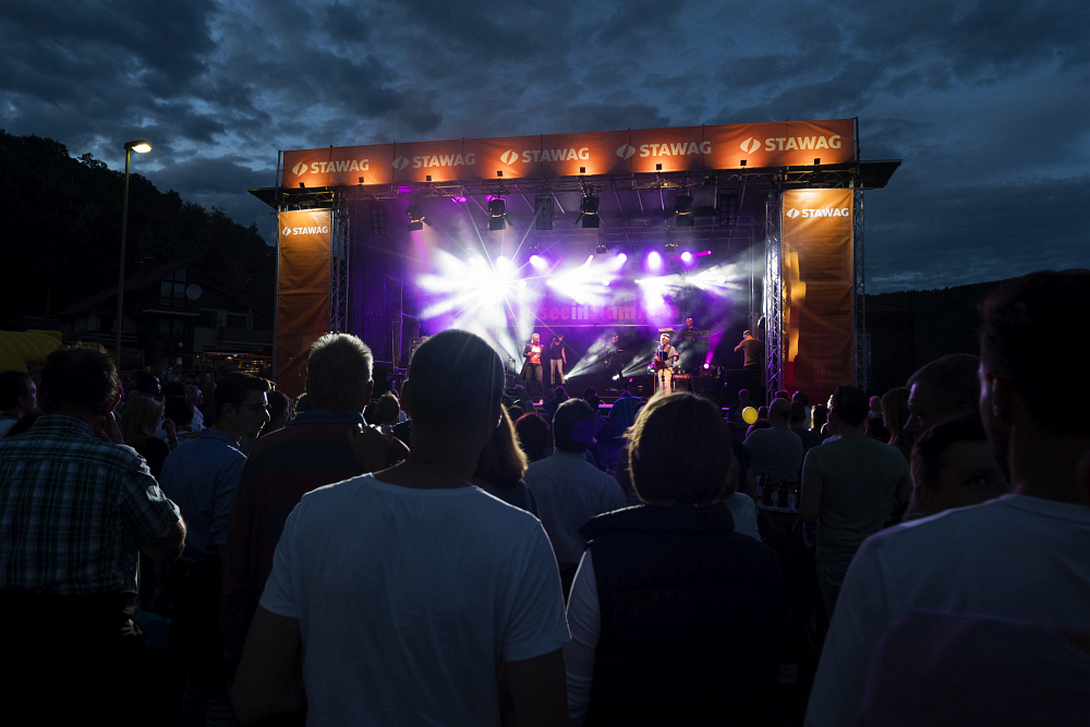 http://www.eifelmomente.de/albums/Nordeifel/Sommer/2017_07_29-30_Rurseefest/2017_07_29_-_070_Rursee_in_Flammen_DNG_bearb.jpg