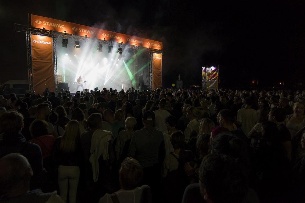 http://www.eifelmomente.de/albums/Nordeifel/Sommer/2017_07_29-30_Rurseefest/2017_07_30_-_003_Rursee_in_Flammen_DNG_bearb.jpg