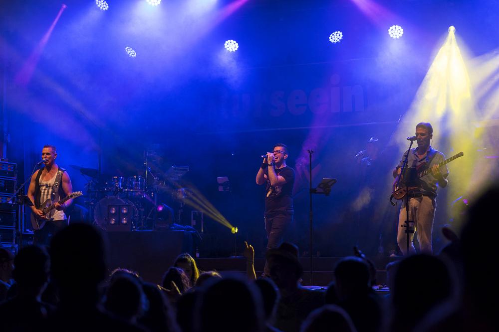 http://www.eifelmomente.de/albums/Nordeifel/Sommer/2017_07_29-30_Rurseefest/2017_07_30_-_077_Rursee_in_Flammen_DNG_bearb.jpg