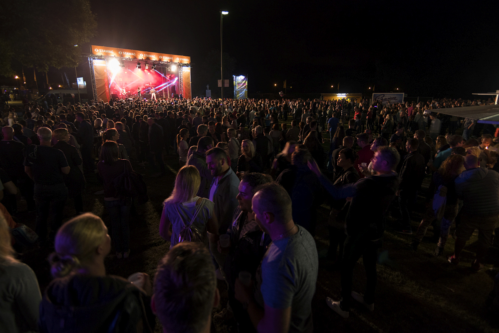 http://www.eifelmomente.de/albums/Nordeifel/Sommer/2017_07_29-30_Rurseefest/2017_07_30_-_167_Rursee_in_Flammen_DNG_bearb.jpg