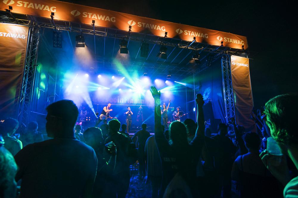 http://www.eifelmomente.de/albums/Nordeifel/Sommer/2017_07_29-30_Rurseefest/2017_07_30_-_205_Rursee_in_Flammen_DNG_bearb.jpg