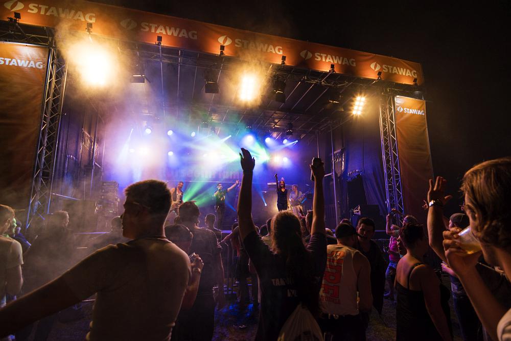 http://www.eifelmomente.de/albums/Nordeifel/Sommer/2017_07_29-30_Rurseefest/2017_07_30_-_207_Rursee_in_Flammen_DNG_bearb.jpg
