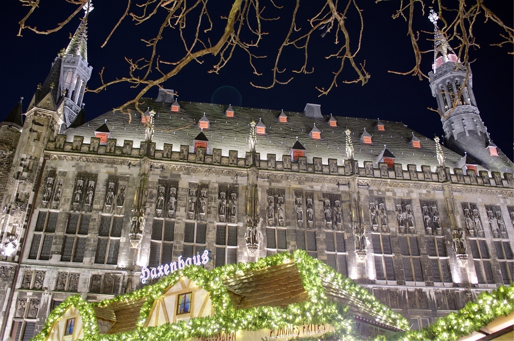 http://www.eifelmomente.de/albums/Nordeifel/Winter/2009_11_30_Aachener_Weihnachtsmarkt/2009_11_30_-_092_Aachener_Weihnachtsmarkt_DRI_bearb.jpg