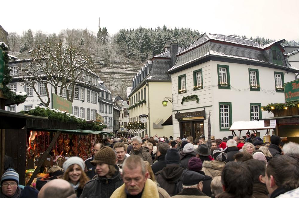 http://www.eifelmomente.de/albums/Nordeifel/Winter/2009_12_13_Monschauer_Weihnachtsmarkt/2009_12_13_-_020_Der_Monschauer_Weihnachtsmarkt_DNG_bearb.jpg