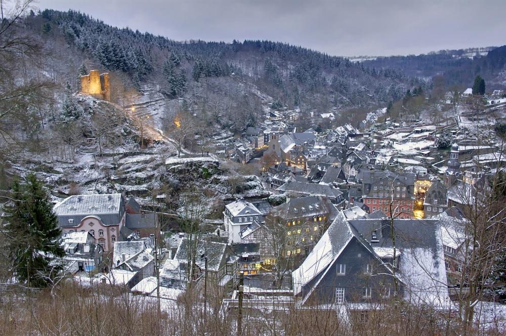 http://www.eifelmomente.de/albums/Nordeifel/Winter/2009_12_13_Monschauer_Weihnachtsmarkt/2009_12_13_-_057_Der_Monschauer_Weihnachtsmarkt_DRI_bearb.jpg