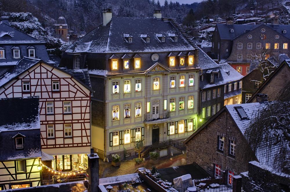 http://www.eifelmomente.de/albums/Nordeifel/Winter/2009_12_13_Monschauer_Weihnachtsmarkt/2009_12_13_-_063_Der_Monschauer_Weihnachtsmarkt_DRI_bearb.jpg