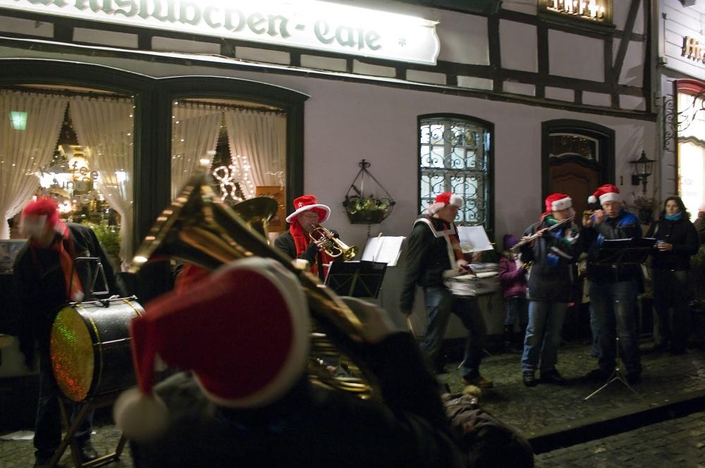 http://www.eifelmomente.de/albums/Nordeifel/Winter/2009_12_13_Monschauer_Weihnachtsmarkt/2009_12_13_-_084_Der_Monschauer_Weihnachtsmarkt_DNG_bearb.jpg