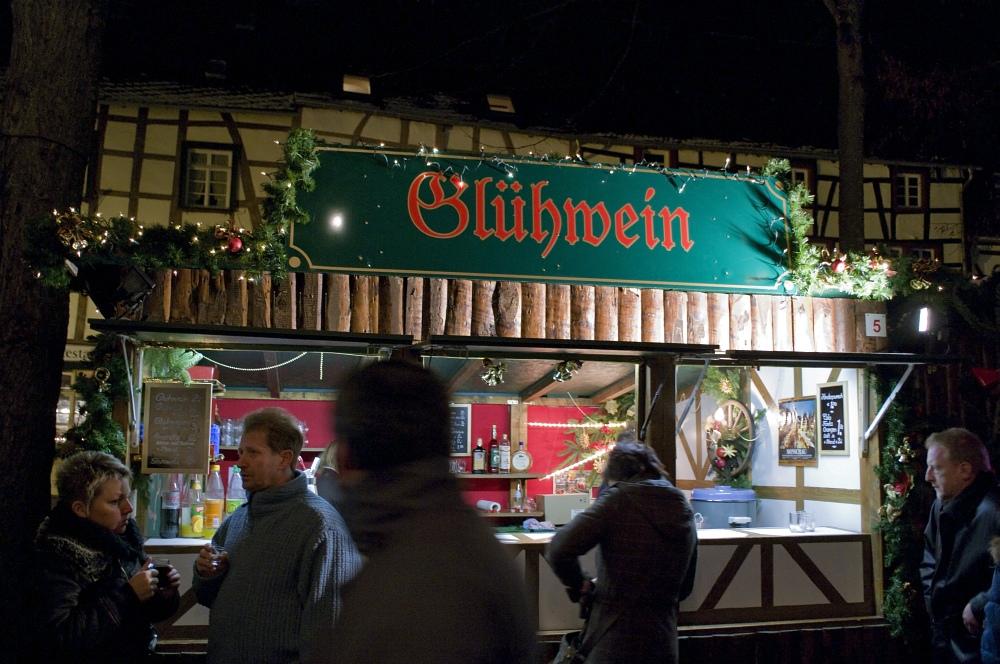 http://www.eifelmomente.de/albums/Nordeifel/Winter/2009_12_13_Monschauer_Weihnachtsmarkt/2009_12_13_-_131_Der_Monschauer_Weihnachtsmarkt_DNG_bearb.jpg