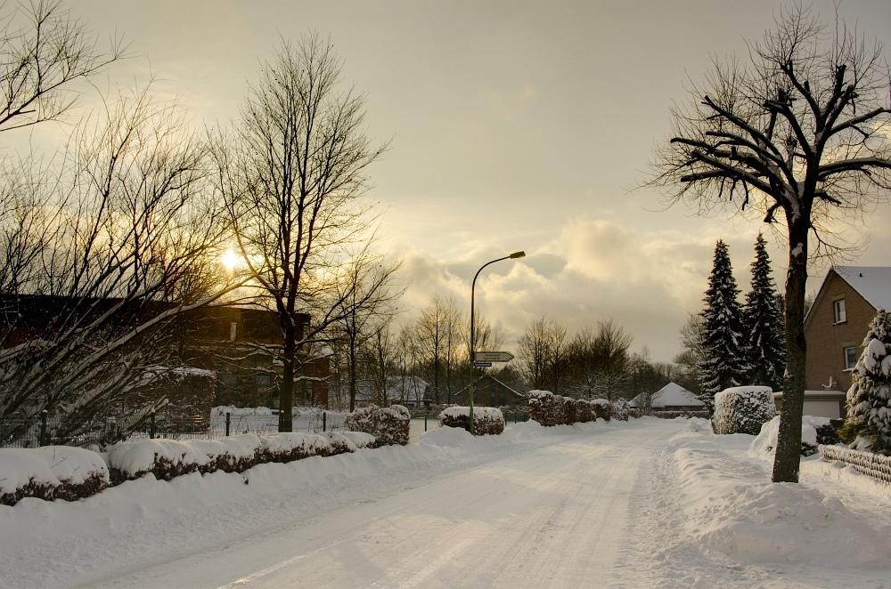 http://www.eifelmomente.de/albums/Nordeifel/Winter/2010_01_30_37cm_Schnee_in_Simmerath/2010_01_30_-_31_37cm_Schnee_in_Simmerath_DRI_bearb.jpg