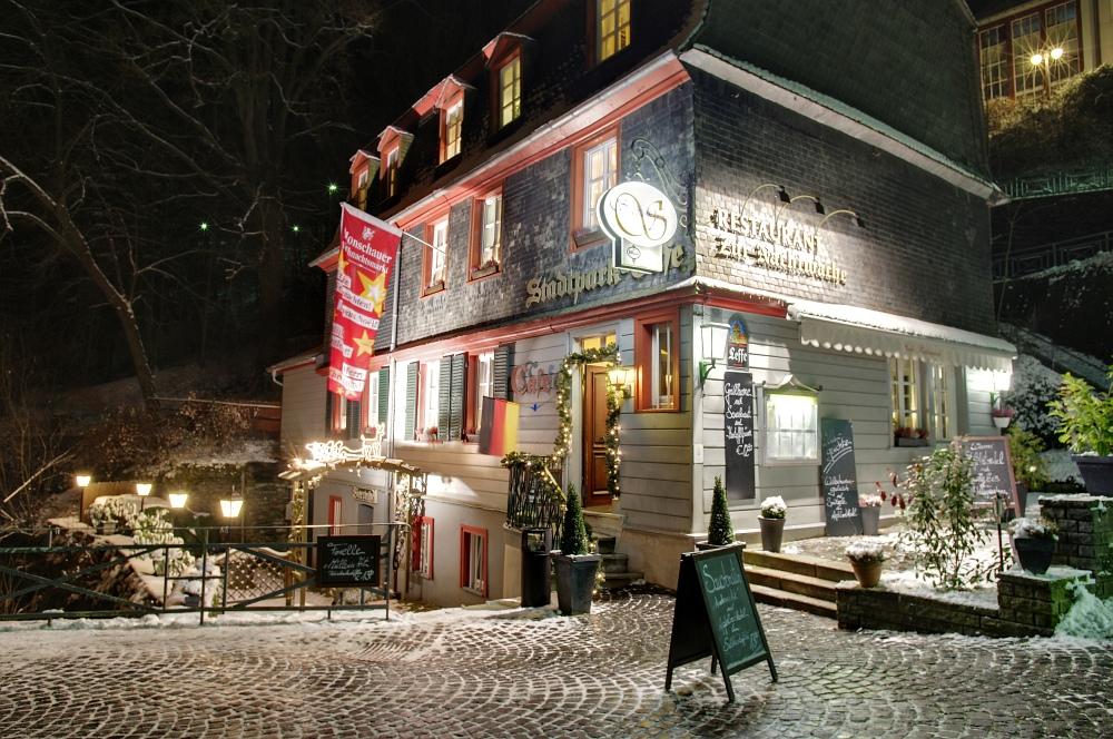http://www.eifelmomente.de/albums/Nordeifel/Winter/2010_11_27_Monschauer_Weihnachtsmarkt/2010_11_27_-_068_Stadtpark-Cafe_DRI_bearb.jpg