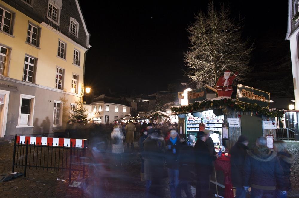 http://www.eifelmomente.de/albums/Nordeifel/Winter/2010_11_27_Monschauer_Weihnachtsmarkt/2010_11_27_-_088_Weihnachtsmarkt_DNG_bearb.jpg