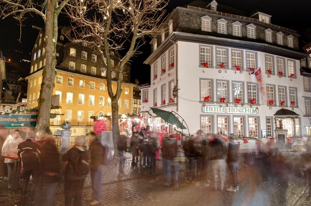 http://www.eifelmomente.de/albums/Nordeifel/Winter/2010_11_27_Monschauer_Weihnachtsmarkt/2010_11_27_-_090_Weihnachtsmarkt_DRI_bearb.jpg