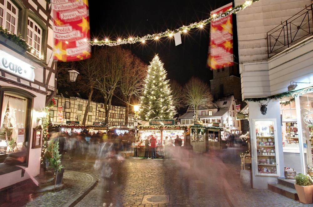 http://www.eifelmomente.de/albums/Nordeifel/Winter/2010_11_27_Monschauer_Weihnachtsmarkt/2010_11_27_-_094_Weihnachtsmarkt_DRI_bearb.jpg