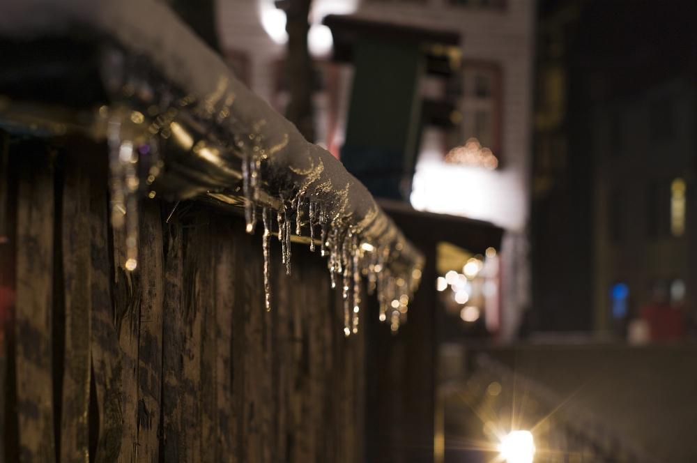 http://www.eifelmomente.de/albums/Nordeifel/Winter/2010_11_27_Monschauer_Weihnachtsmarkt/2010_11_27_-_112_Weihnachtsmarkt_DNG_bearb.jpg