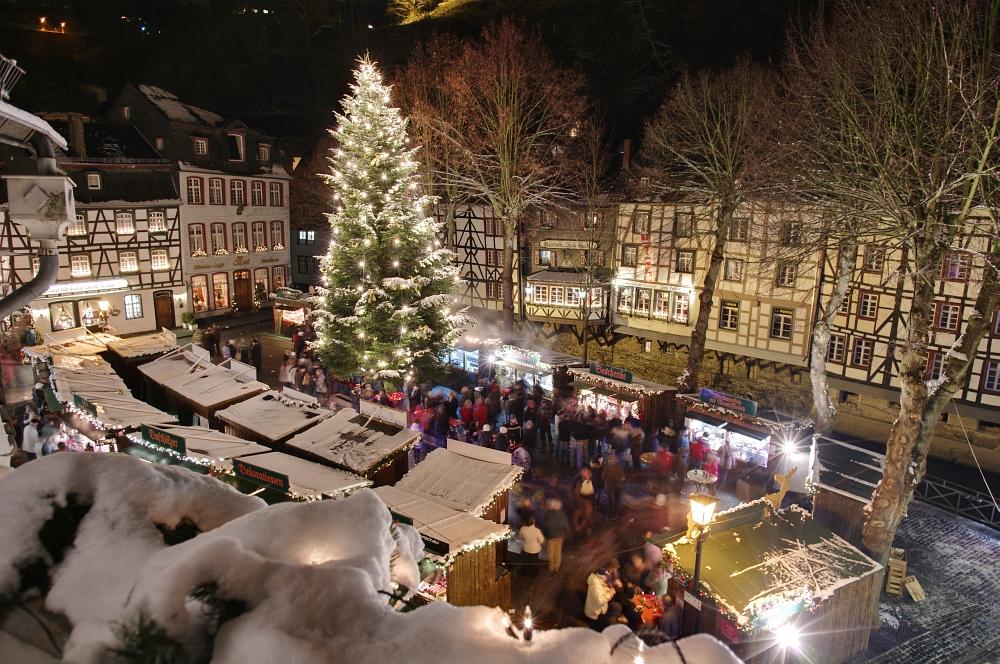 http://www.eifelmomente.de/albums/Nordeifel/Winter/2010_11_27_Monschauer_Weihnachtsmarkt/2010_11_27_-_135_Weihnachtsmarkt_DRI_bearb.jpg