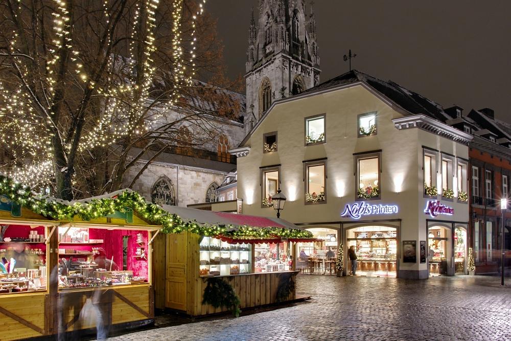 http://www.eifelmomente.de/albums/Nordeifel/Winter/2010_11_30_Aachener_Weihnachtsmarkt/2010_11_30_-_092_Aachener_Weihnachtsmarkt_DRI_bearb_entst.jpg