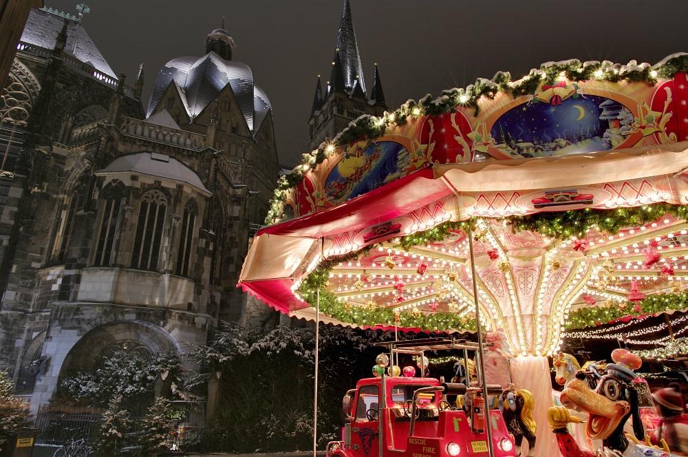 http://www.eifelmomente.de/albums/Nordeifel/Winter/2010_11_30_Aachener_Weihnachtsmarkt/2010_11_30_-_104_Aachener_Weihnachtsmarkt_DRI_bearb.jpg