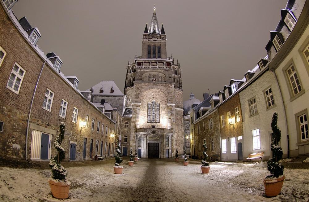 http://www.eifelmomente.de/albums/Nordeifel/Winter/2010_11_30_Aachener_Weihnachtsmarkt/2010_11_30_-_198_Aachener_Weihnachtsmarkt_DRI_bearb.jpg