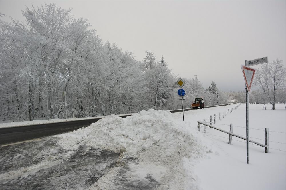 http://www.eifelmomente.de/albums/Nordeifel/Winter/2010_12_17-18_Winterfotos_u_Schloss_Merode/2010_12_17_-_001_Morgens_in_Raffelsbrand_DNG_bearb.jpg
