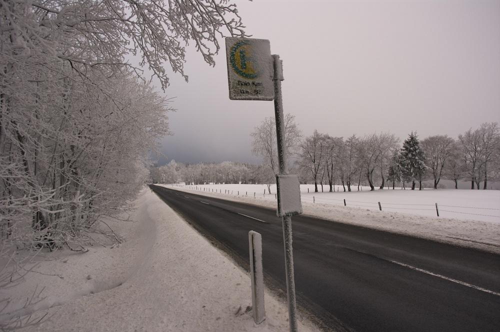 http://www.eifelmomente.de/albums/Nordeifel/Winter/2010_12_17-18_Winterfotos_u_Schloss_Merode/2010_12_17_-_016_Morgens_in_Raffelsbrand_DNG_bearb.jpg