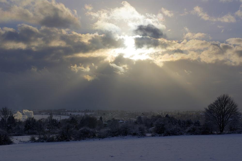 http://www.eifelmomente.de/albums/Nordeifel/Winter/2010_12_17-18_Winterfotos_u_Schloss_Merode/2010_12_17_-_045_Donnerberg_HDR_bearb.jpg