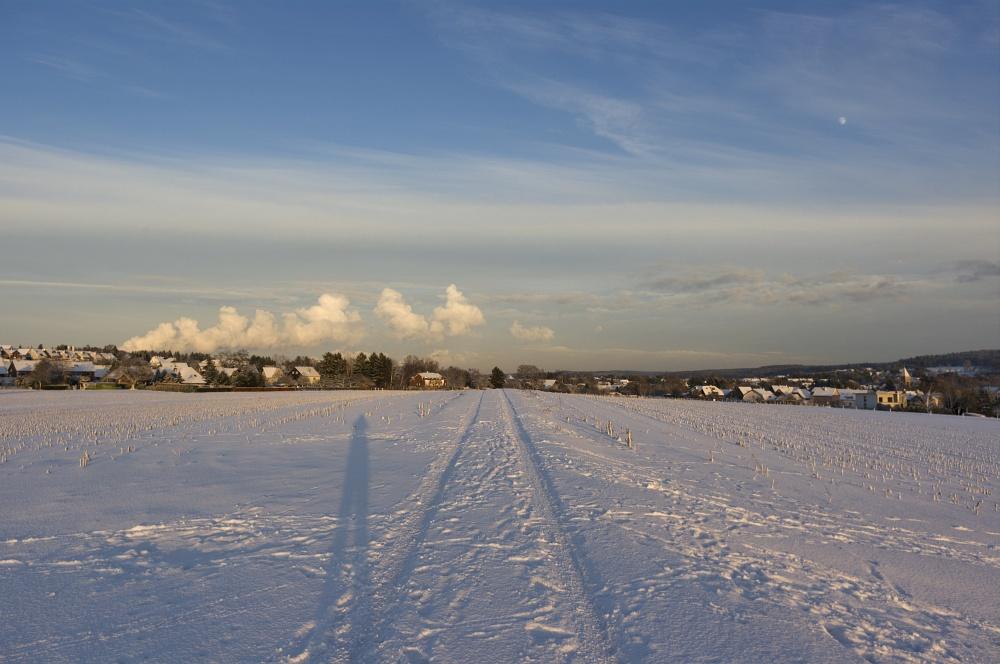 http://www.eifelmomente.de/albums/Nordeifel/Winter/2010_12_17-18_Winterfotos_u_Schloss_Merode/2010_12_17_-_075_Berg_bei_Mausbach_DNG_bearb.jpg