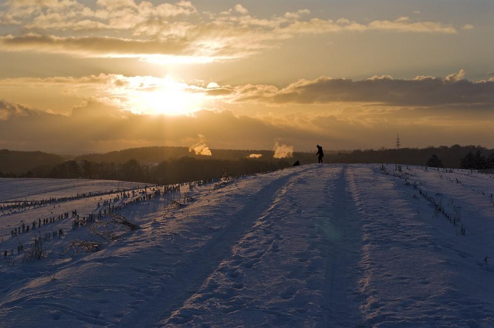 http://www.eifelmomente.de/albums/Nordeifel/Winter/2010_12_17-18_Winterfotos_u_Schloss_Merode/2010_12_17_-_084_Berg_bei_Mausbach_DNG_bearb.jpg