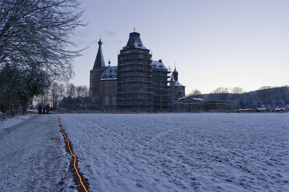 http://www.eifelmomente.de/albums/Nordeifel/Winter/2010_12_17-18_Winterfotos_u_Schloss_Merode/2010_12_17_-_111_Schloss_Merode_DNG_bearb.jpg