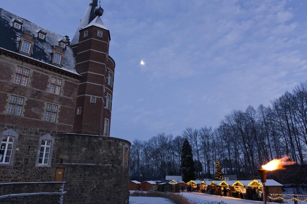 http://www.eifelmomente.de/albums/Nordeifel/Winter/2010_12_17-18_Winterfotos_u_Schloss_Merode/2010_12_17_-_142_Schloss_Merode_DNG_bearb_ausschn.jpg