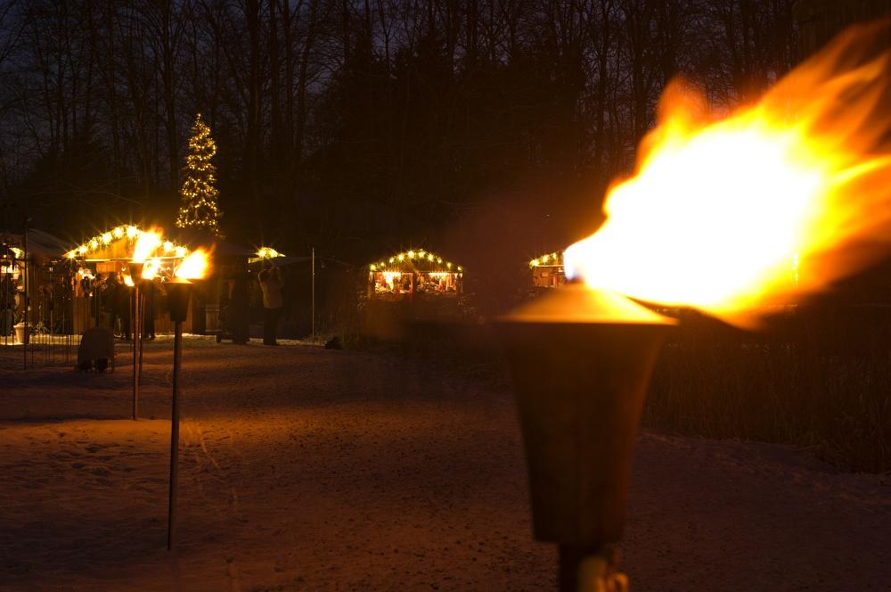 http://www.eifelmomente.de/albums/Nordeifel/Winter/2010_12_17-18_Winterfotos_u_Schloss_Merode/2010_12_17_-_178_Schloss_Merode_DNG_bearb.jpg