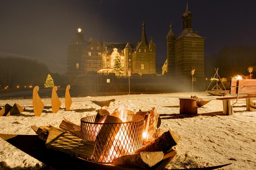 http://www.eifelmomente.de/albums/Nordeifel/Winter/2010_12_17-18_Winterfotos_u_Schloss_Merode/2010_12_17_-_197_Schloss_Merode_DNG_DRI_bearb.jpg