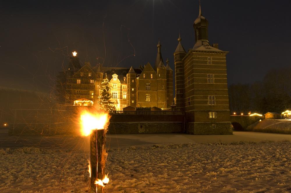 http://www.eifelmomente.de/albums/Nordeifel/Winter/2010_12_17-18_Winterfotos_u_Schloss_Merode/2010_12_17_-_201_Schloss_Merode_DNG_bearb.jpg