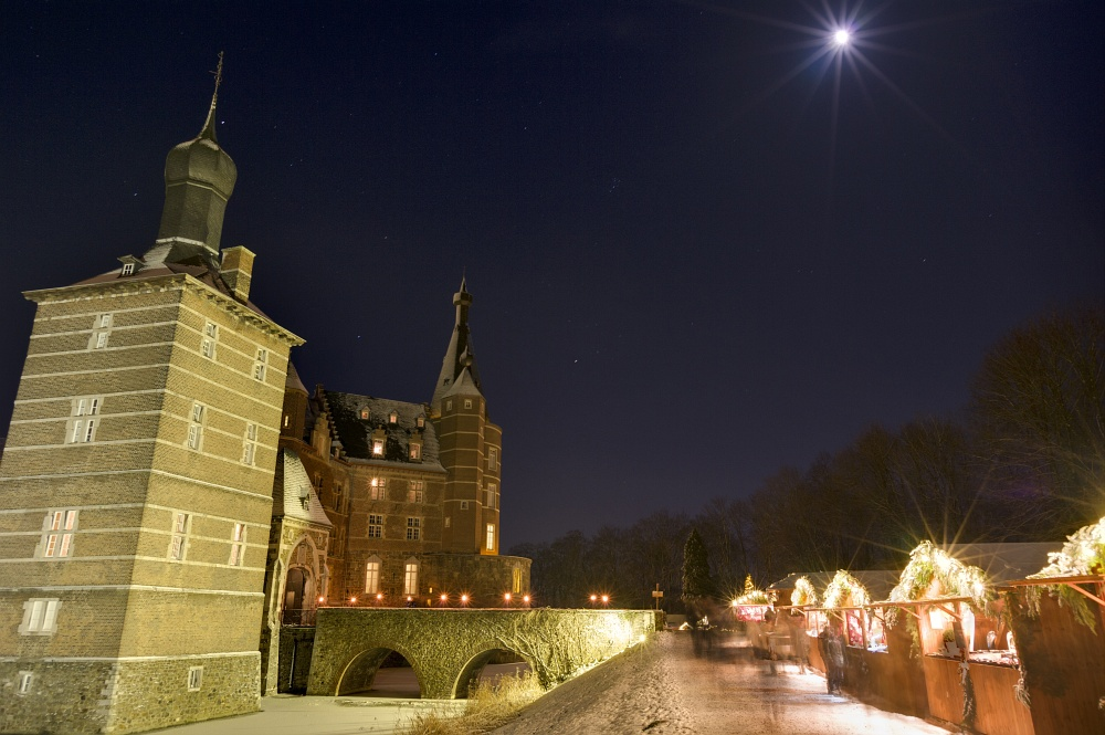 http://www.eifelmomente.de/albums/Nordeifel/Winter/2010_12_17-18_Winterfotos_u_Schloss_Merode/2010_12_17_-_223_Schloss_Merode_DNG_DRI_bearb.jpg