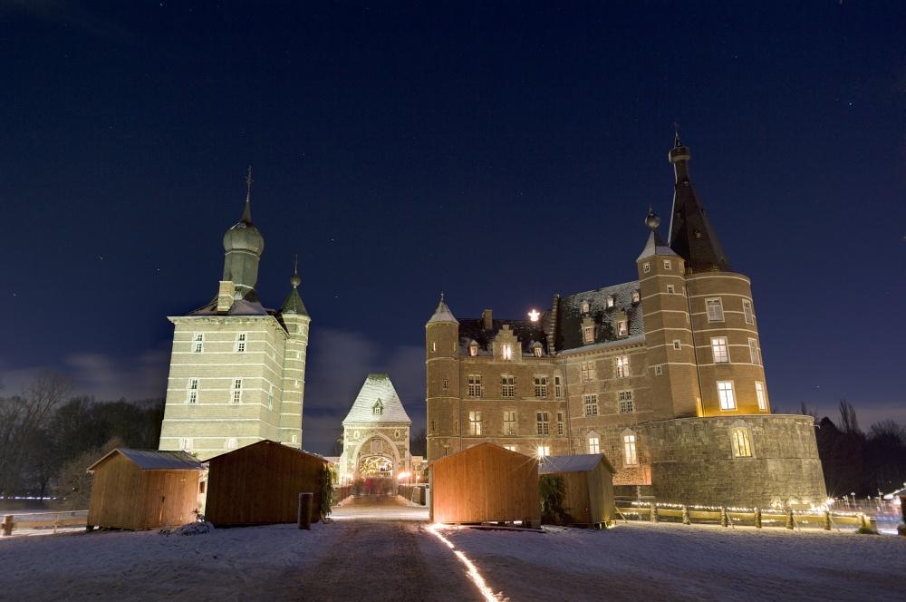 http://www.eifelmomente.de/albums/Nordeifel/Winter/2010_12_17-18_Winterfotos_u_Schloss_Merode/2010_12_17_-_229_Schloss_Merode_DNG_DRI_bearb.jpg