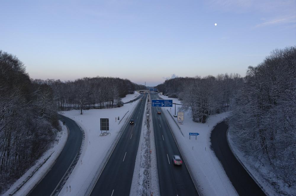 http://www.eifelmomente.de/albums/Nordeifel/Winter/2010_12_17-18_Winterfotos_u_Schloss_Merode/2010_12_18_-_15_Haarener_Berg_DNG_bearb_2.jpg