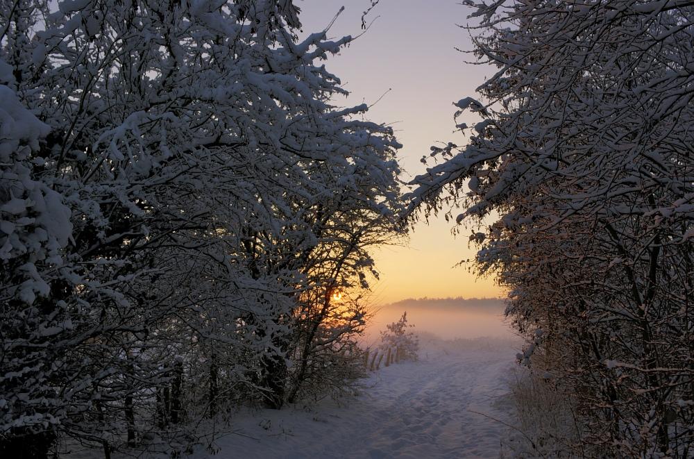 http://www.eifelmomente.de/albums/Nordeifel/Winter/2010_12_20_Sonnenuntergang_Eschweiler_u_Vollmond/2010_12_20_-_011_Sonnenuntergang_in_Eschweiler-Pumpe_HDR_bearb.jpg