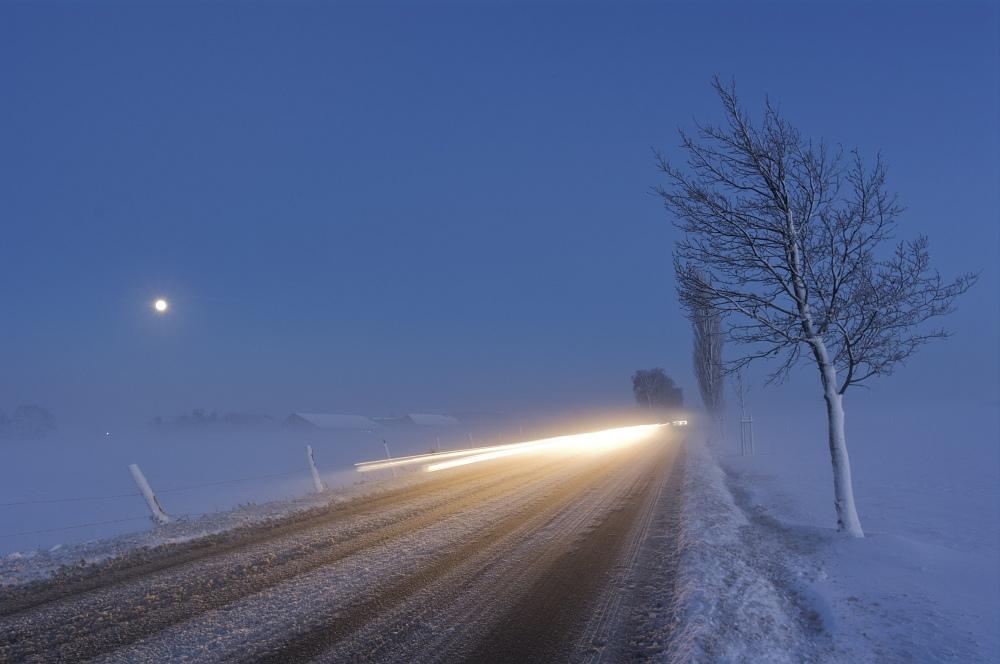 http://www.eifelmomente.de/albums/Nordeifel/Winter/2010_12_20_Sonnenuntergang_Eschweiler_u_Vollmond/2010_12_20_-_083_Nebel_bei_Stolberg-Werth_DNG_bearb.jpg
