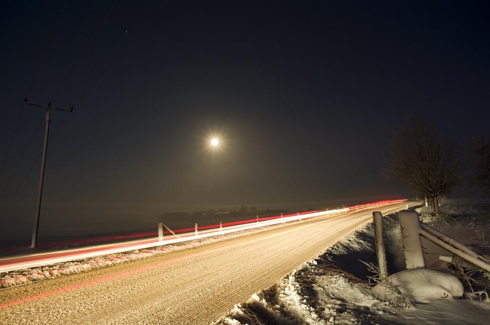 http://www.eifelmomente.de/albums/Nordeifel/Winter/2010_12_20_Sonnenuntergang_Eschweiler_u_Vollmond/2010_12_20_-_112_Nebel_bei_Stolberg-Werth_DNG_bearb.jpg