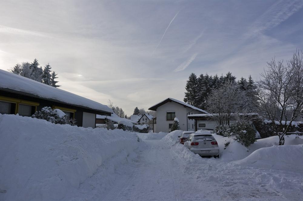 http://www.eifelmomente.de/albums/Nordeifel/Winter/2010_12_25_Tiefschnee_Simmerath/2010_12_25_-_011_Weisse_Weihnacht_in_Simmerath_DNG_bearb.jpg