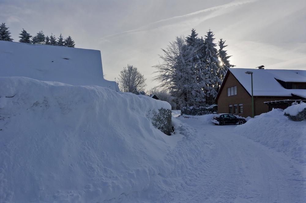 http://www.eifelmomente.de/albums/Nordeifel/Winter/2010_12_25_Tiefschnee_Simmerath/2010_12_25_-_022_Weisse_Weihnacht_in_Simmerath_DNG_bearb.jpg