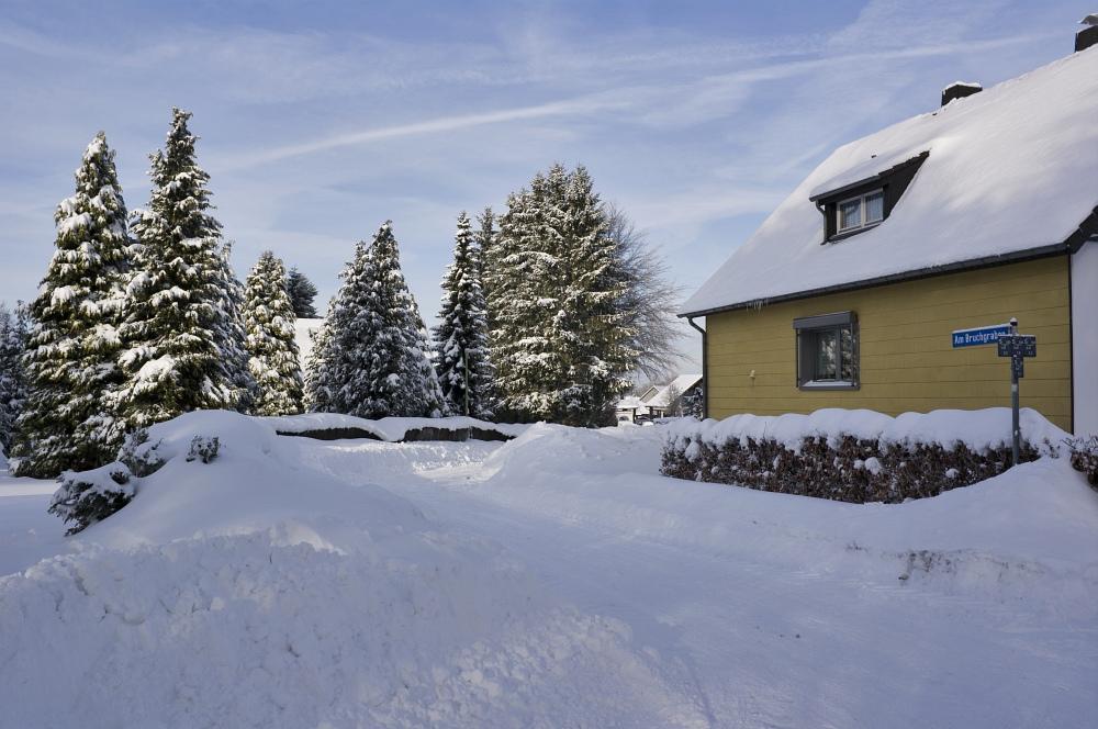 http://www.eifelmomente.de/albums/Nordeifel/Winter/2010_12_25_Tiefschnee_Simmerath/2010_12_25_-_029_Weisse_Weihnacht_in_Simmerath_DNG_bearb.jpg