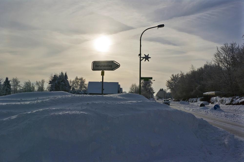 http://www.eifelmomente.de/albums/Nordeifel/Winter/2010_12_25_Tiefschnee_Simmerath/2010_12_25_-_041_Weisse_Weihnacht_in_Simmerath_DNG_bearb.jpg