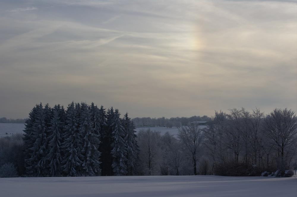 http://www.eifelmomente.de/albums/Nordeifel/Winter/2010_12_25_Tiefschnee_Simmerath/2010_12_25_-_126_Wiesen_am_Forsthaus_Simmerath_DNG_bearb.jpg