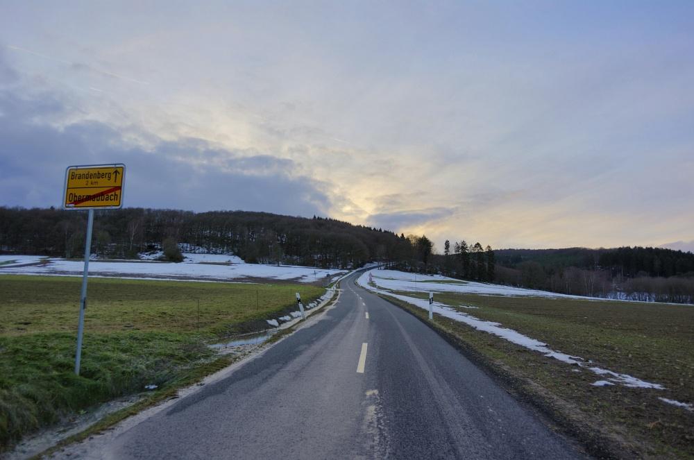 http://www.eifelmomente.de/albums/Nordeifel/Winter/2011_01_08-14_Hochwasser_Eifelregion/2011_01_08_-_153_Ortsausgang_Obermaubach_nach_Brandenberg_DNG_HDR_bearb.jpg